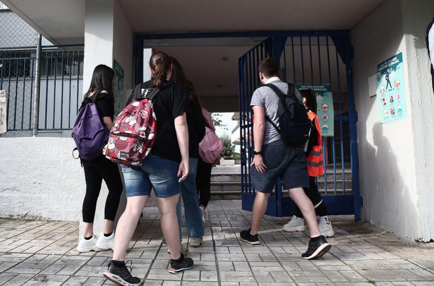 Μέτρα προστασίας σε γυμνάσια, λύκεια: Ανησυχία της ΟΛΜΕ – Πρώτη μέρα για τους μαθητές με εξαιρέσεις