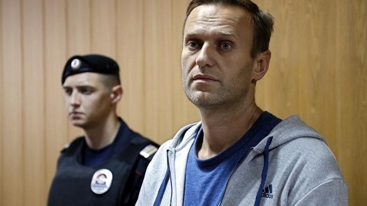 Σταματάει την απεργία πείνας ο Ναβάλνι