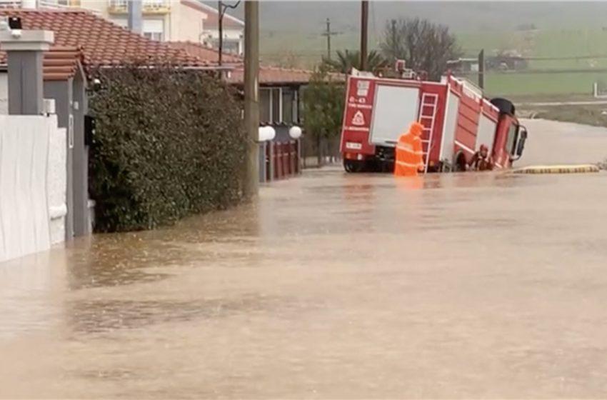 Έβρος: Βίντεο ντοκουμέντο από τις τελευταίες στιγμές του πυροσβέστη που έχασε τη ζωή του στις πλημμύρες (vid)