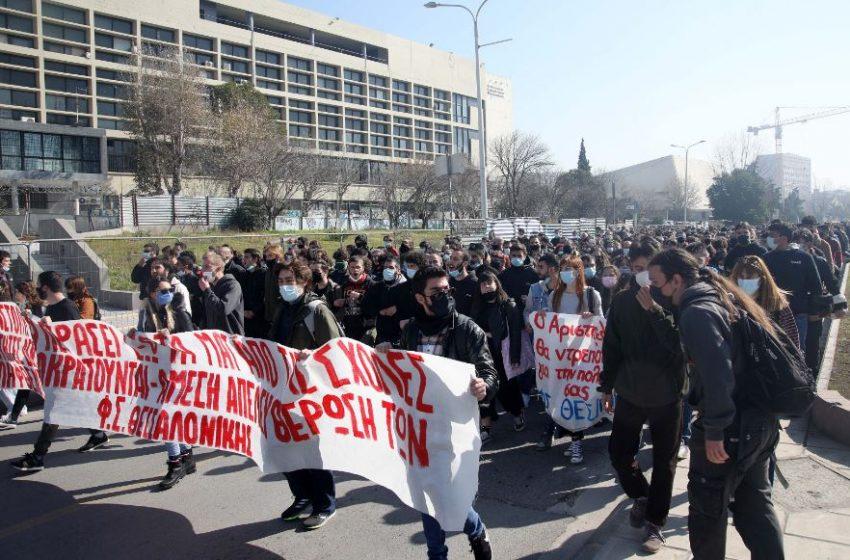Θεσσαλονίκη: Έξω από τα δικαστήρια η πορεία των φοιτητών (vid)