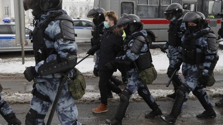 Ρωσία: Συνελήφθησαν πάνω από 5.300 διαδηλωτές που ζητούσαν απελευθέρωση του Ναβάλνι