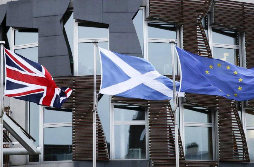 H Σκωτία υποστέλλει τη βρετανική σημαία -επανέρχεται το αίτημα της αυτονόμησης