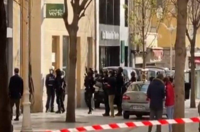 Συναγερμός στην Γαλλία: Βρέθηκε κομμένο κεφάλι μέσα σε κούτα στην μέση του δρόμου
