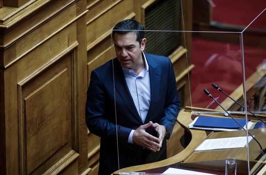 Τσίπρας σε Μητσοτάκη: Είστε πολιτικά εκτεθειμένος όσο καλύπτετε την κ. Μενδώνη – Διαχωρίζω τη θέση μου από όσα ανεύθυνα γράφονται στα social
