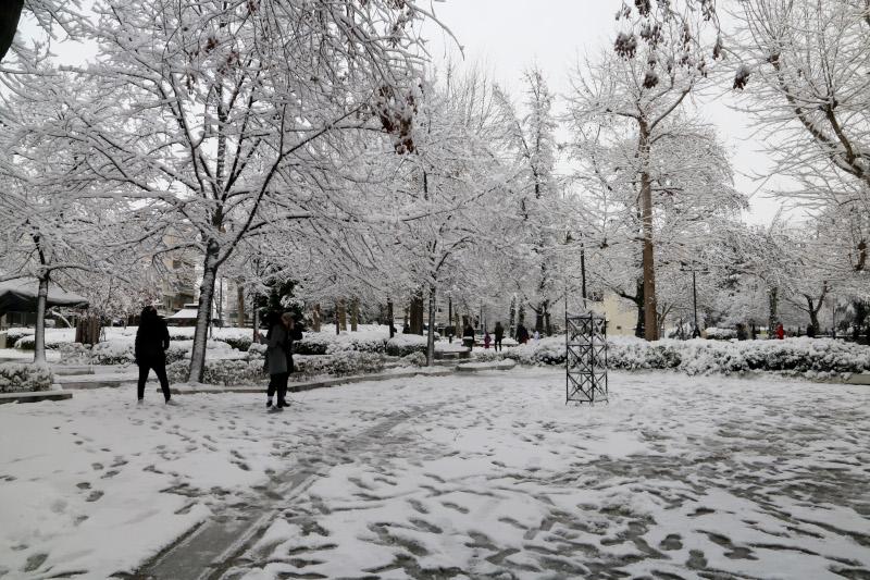 Επί ποδός οι δήμοι της Αττικής για τον χιονιά