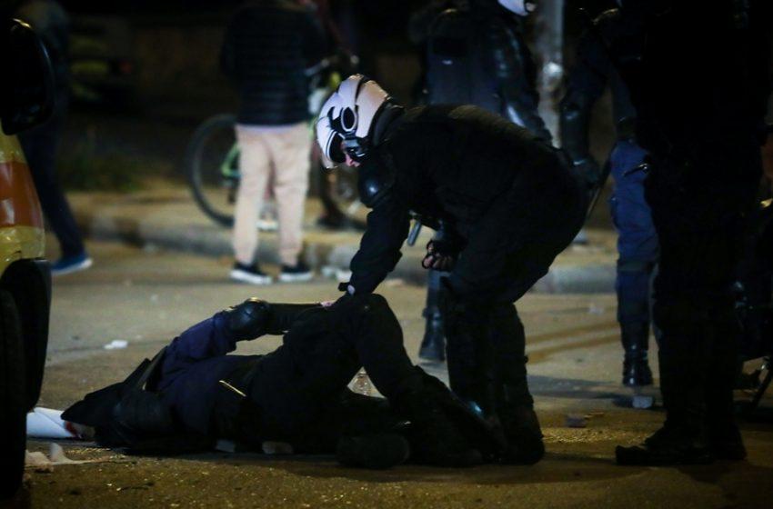 """Νέα Σμύρνη: Στα χέρια της Αστυνομίας ο """"Ινδιάνος"""" για την επίθεση στον αστυνομικό –Αλβανός χούλιγκαν  ένας από τους 16 συλληφθέντες-Κατηγορείται για  απόπειρα ανθρωποκτονίας"""