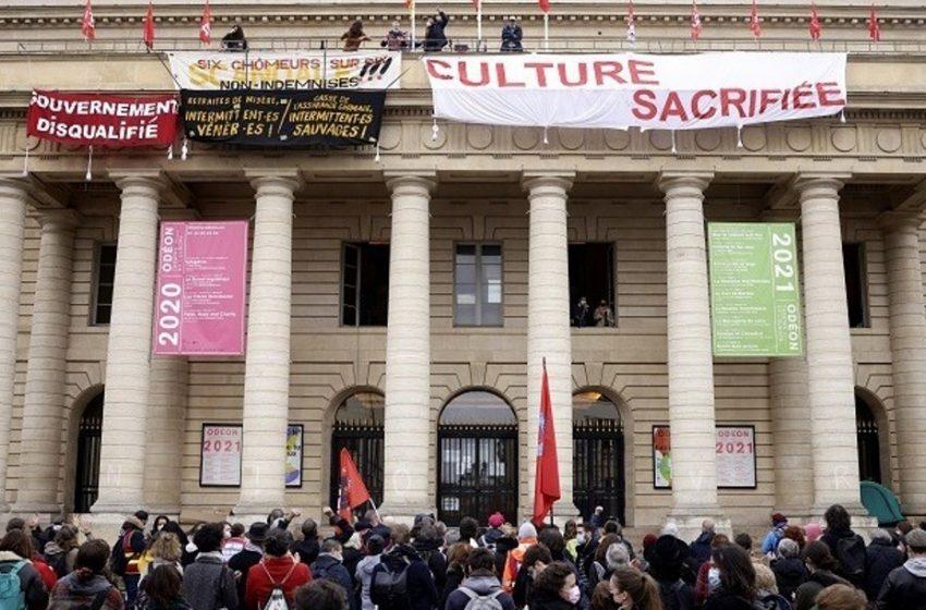Καταλήψεις σε θέατρα στη Γαλλία από εργαζόμενους που αντιδρούν στο κλείσιμό τους