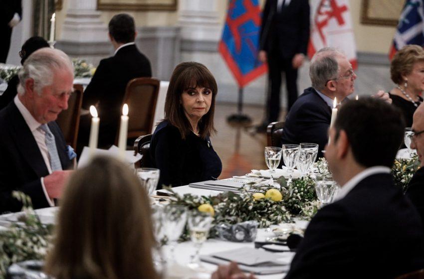 Ο διάλογος του Κάρολου με τον Τσίπρα στο επίσημο δείπνο