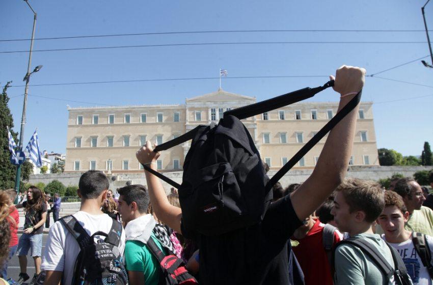"""Τραγική κατάληξη μαθητή Ειδικού Σχολείου στον Πειραιά από κοροναϊό – Παραμένουν ανοιχτά και στις """"κόκκινες περιοχές"""""""
