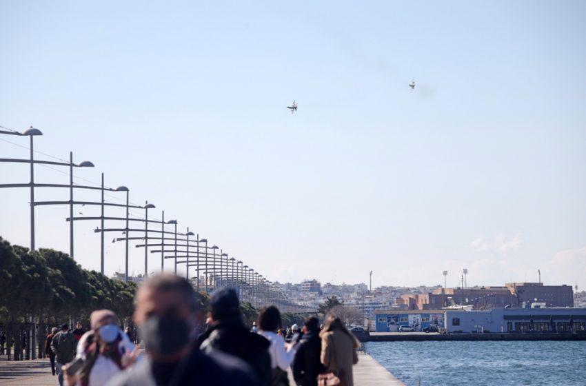 Θεσσαλονίκη: Συγκέντρωση 500 ατόμων με καπνογόνα και πυρσούς (vid)