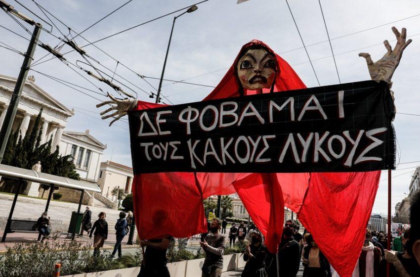 Μεγάλη συγκέντρωση των καλλιτεχνών στο κέντρο της Αθήνας