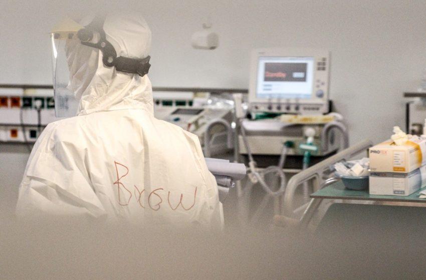 To 50% των εισαγωγών στα νοσοκομεία άνω των 65 ετών – Πόσοι δεν έχουν εμβολιαστεί – Τα στοιχεία Κοντοζαμάνη