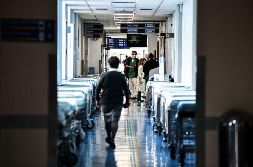 Εικόνες πολέμου στα νοσοκομεία: Προς 1.000 διασωληνωμένους – Επίταξη  ιδιωτικών κλινικών ζητούν οι γιατροί