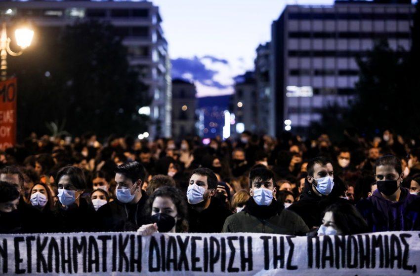 Μαζικές συγκεντρώσεις στο κέντρο της Αθήνας για την Υγεία και την αστυνομική βία