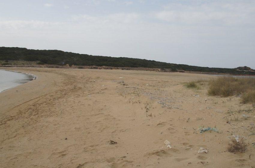 Χάθηκε η θάλασσα στην Πάρο και ενώθηκε με το νησί του Οικονόμου (vid)