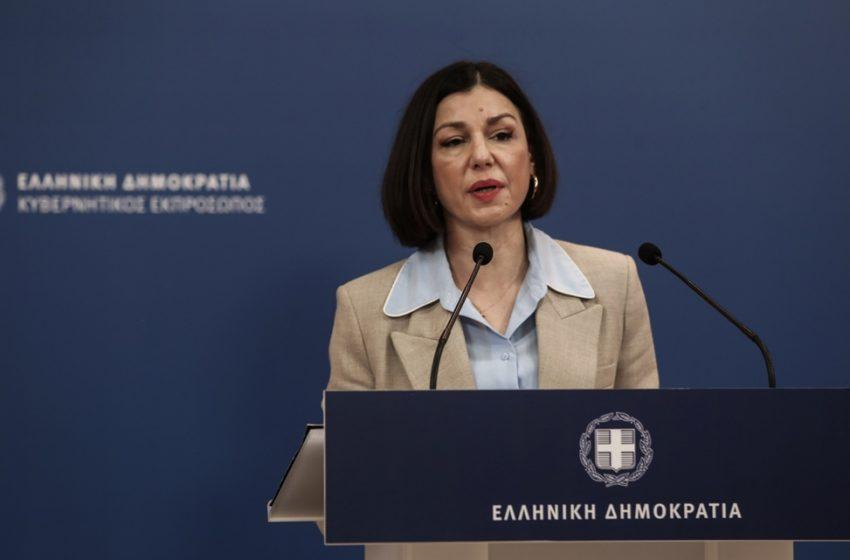 LIVE   Η  ενημέρωση των πολιτικών συντακτών από την κυβερνητική εκπρόσωπο, Αριστοτελία Πελώνη