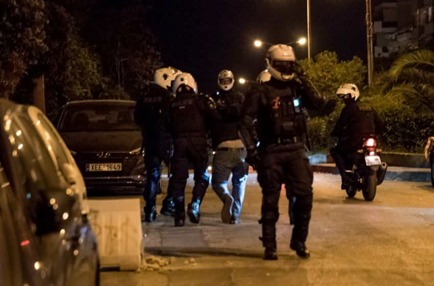 Νέο περιστατικό αστυνομικής βίας στη Νέα Σμύρνη (vid)