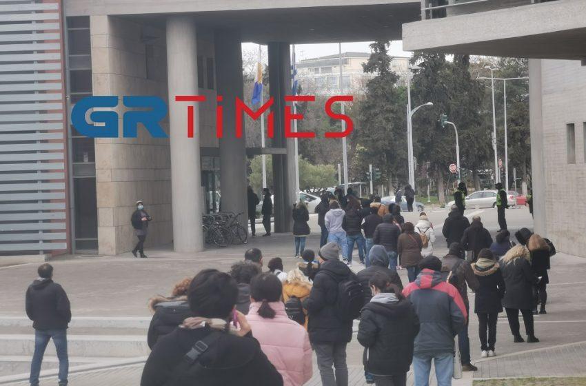 Ατελείωτες ουρές για ένα rapid test στη Θεσσαλονίκη (vid)