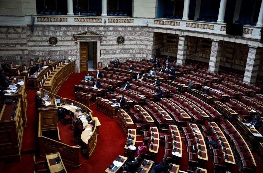 """""""Πόλεμος"""" στην Βουλή για την προανακριτική – Άγρια κόντρα Πολάκη-Πλεύρη για δωσίλογους και… χοίρους (vid)"""