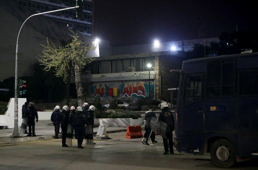 Νυχτερινό θρίλερ στο ΑΠΘ: Πώς αποτράπηκε η αστυνομική επέμβαση λόγω αντιδράσεων βουλευτών, φοιτητών, καθηγητών (vid)
