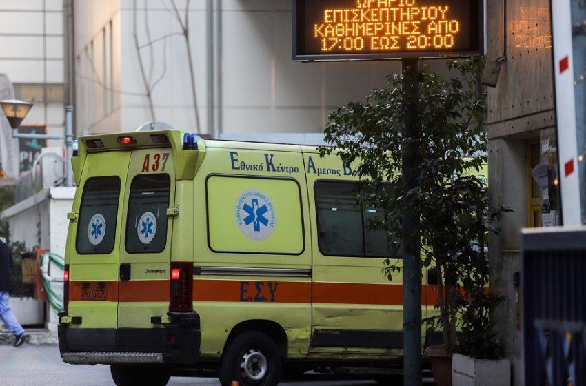 Φωτογραφία που σοκάρει στον Ευαγγελισμό – Ουρά από ασθενοφόρα στην εφημερία (εικόνα)