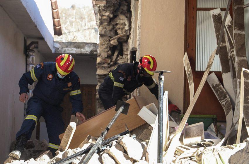 """""""Βούλιαξε"""" η Ελασσόνα από τον διπλό σεισμό – 40 εκατοστά καθίζηση – 500 σπίτια μη κατοικήσιμα"""