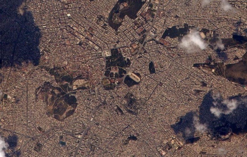 Δορυφορικές φωτογραφίες της Αθήνας από γάλλο αστροναύτη για τα 200 χρόνια της Επανάστασης