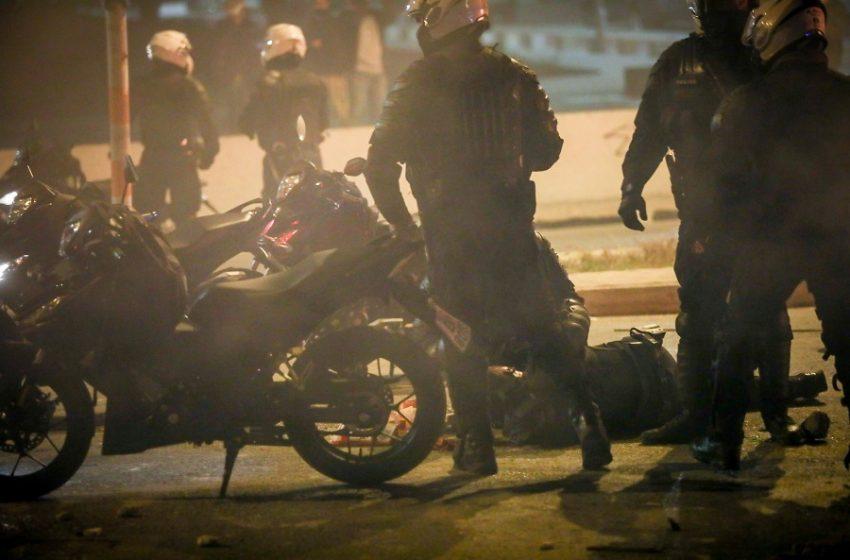 Βίντεο ντοκουμέντο: Η στιγμή της επίθεσης στον αστυνομικό (vid)