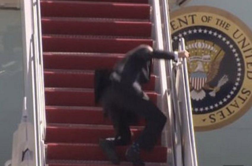VIRAL: Το βίντεο του Μπάιντεν να ανεβαίνει την σκάλα του Air Force One – Σκόνταψε τρεις φορές