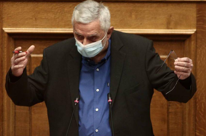 """Απολογητικός ο Δρίτσας στη Βουλή:""""Σέβομαι την οργή, την αγανάκτηση, ακόμα και το μίσος των συγγενών των θυμάτων της 17Ν"""""""