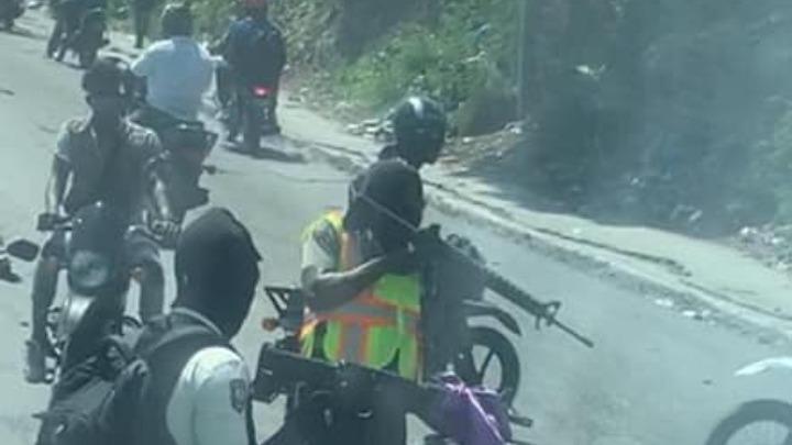 Τρόμος: Επίθεση από ενόπλους στο πούλμαν του Μπελίζ (vid)
