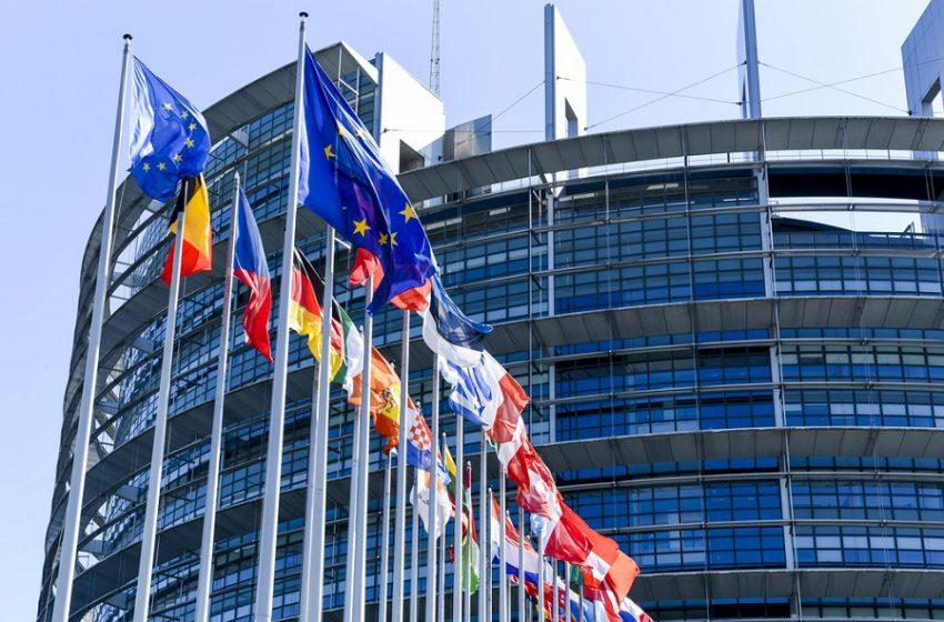ΕΚ: Με επείγουσες διαδικασίες το πράσινο πιστοποιητικό για τις μετακινήσεις