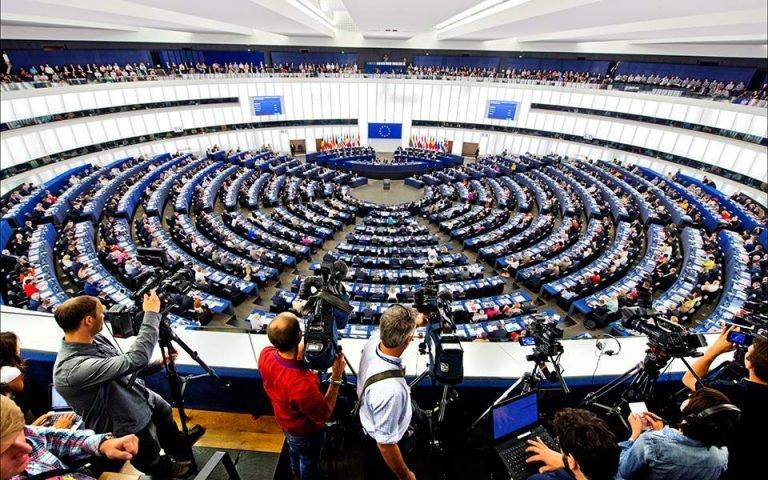 Πίεση προς την ΕΕ από 253 ευρωβουλευτές για την προσωρινή άρση των πατεντών των εμβολίων