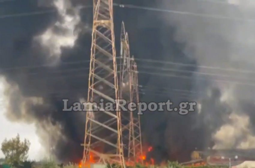 Σε εξέλιξη μεγάλη φωτιά σε εργοστάσιο ανακύκλωσης στο Σχηματάρι