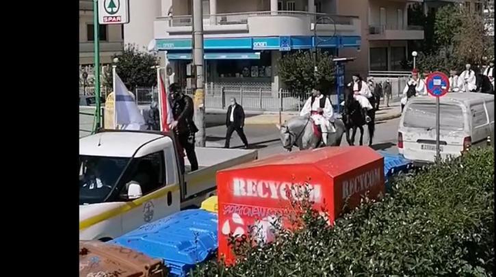 Παρέλαση με… άλογα, φουστανέλες και κλαρίνα στη Γλυφάδα