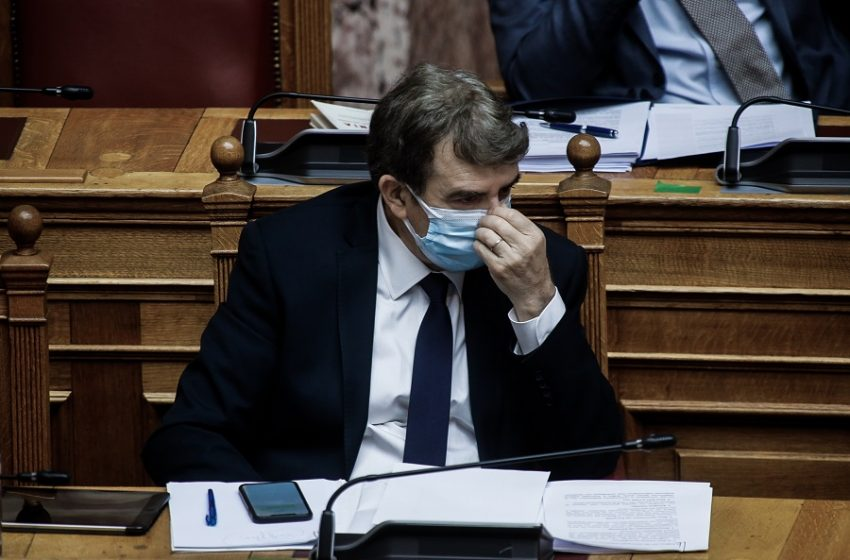 Υπόθεση Φουρθιώτη: Ο Χρυσοχοΐδης αποσύρει τους φρουρούς που… διέψευδε ότι υπήρχαν – Στη Βουλή το θέμα από τον ΣΥΡΙΖΑ