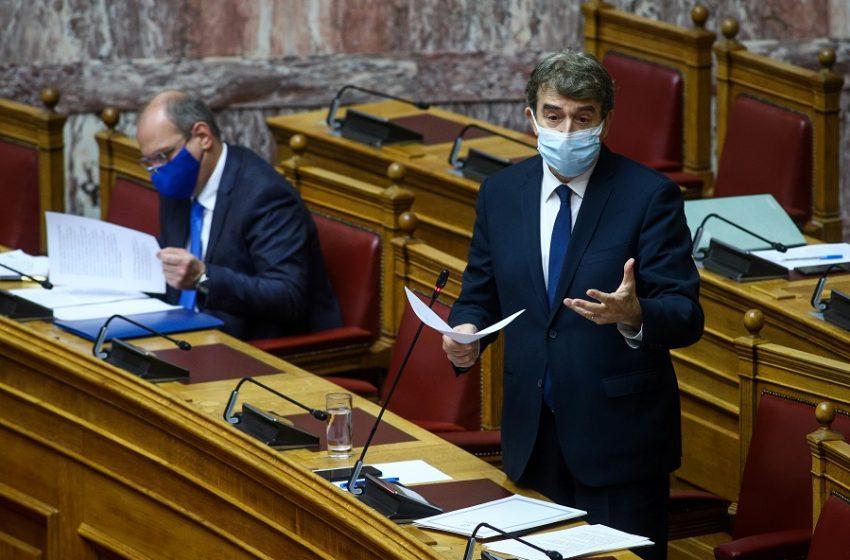 Χρυσοχοΐδης: Ζήτησε συγγνώμη για τις αυθαιρεσίες, αρνήθηκε ότι υπάρχει απογείωση αστυνομικής βίας