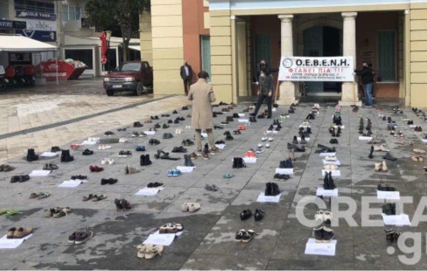 Διαμαρτυρία εμπόρων για το lockdown: Γέμισε…παπούτσια η πλατεία Ελευθερίας στο Ηράκλειο