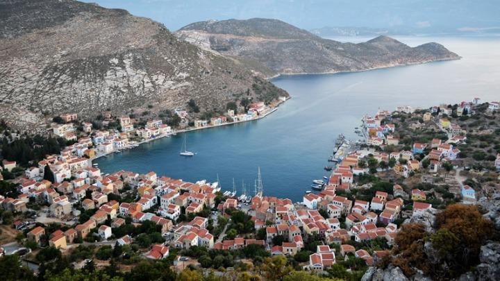 Το Der Spiegel αποθεώνει τα ελληνικά covid-free νησιά