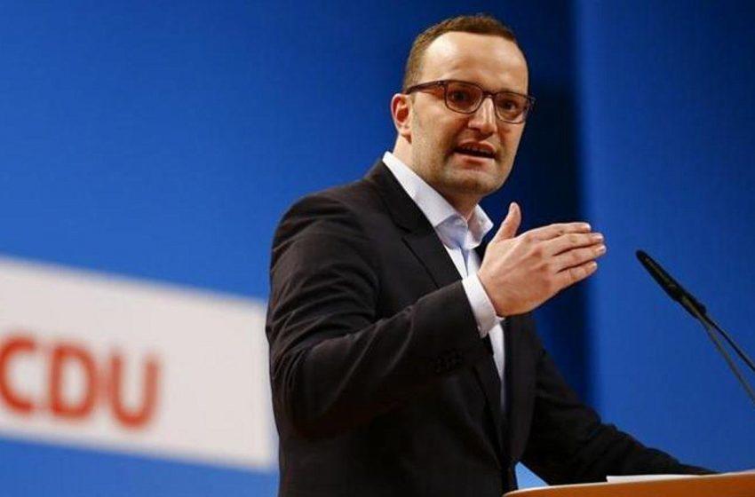 Η Γερμανία αγόρασε μάσκες από εταιρεία όπου εργάζεται ο σύζυγος του υπουργού Υγείας