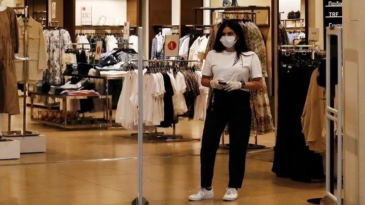 Πώς λειτουργούν τελικά τα πολυκαταστήματα; Διευκρινίσεις από τη γγ Εμπορίου