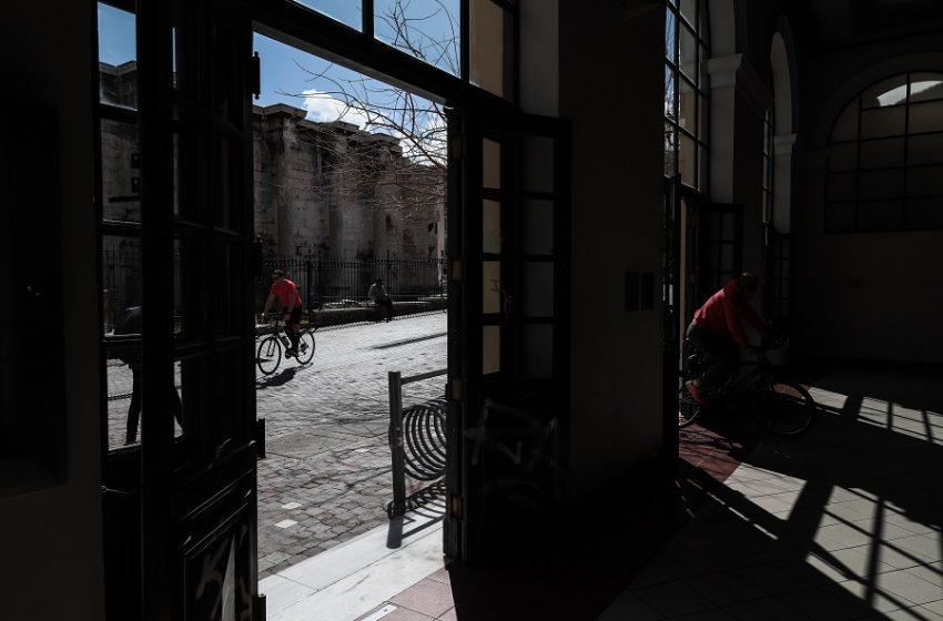 Βασιλακόπουλος: Να ανοίξουν όλα τα μικρά μαγαζιά και καφέ