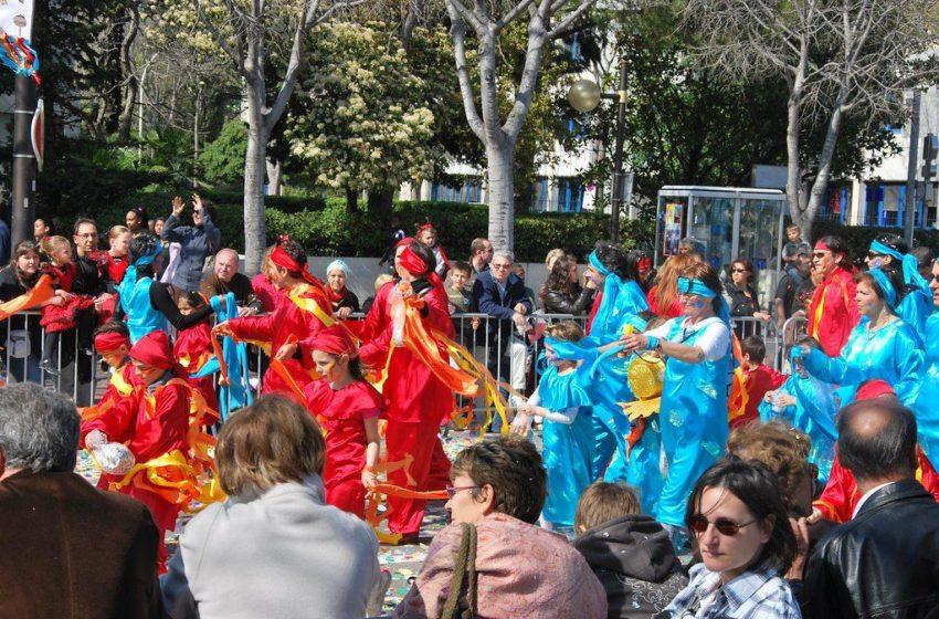 Γαλλία: 6.500 νέοι στη Μασσαλία για το καρναβάλι παρά τις απαγορεύσεις Covid (vid)