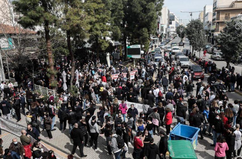"""""""Βιολογικό όπλο του ΣΥΡΙΖΑ ο κοροναϊός""""- Επίθεση της κυβέρνησης κατά Τσίπρα- """"Επενδύουν στην ένταση, φιάσκο οι χειρισμοί στα νοσοκομεία"""", απαντά η Κουμουνδούρου"""