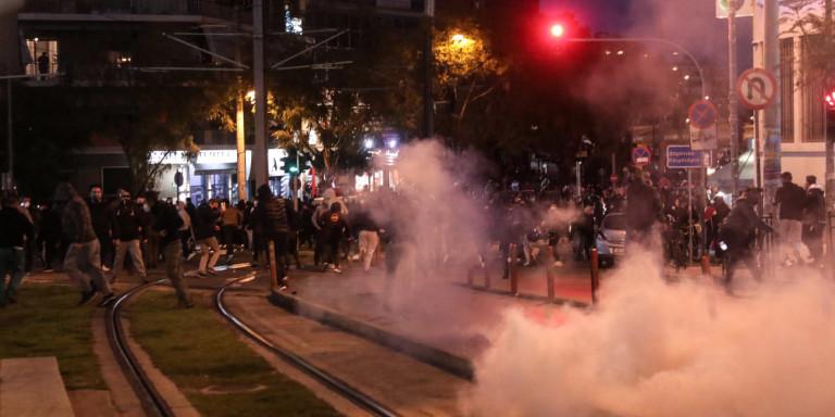 Βίντεο: Την ώρα που η αστυνομία επιτέθηκε και στην πορεία διαμαρτυρίας στη Νέα Σμύρνη