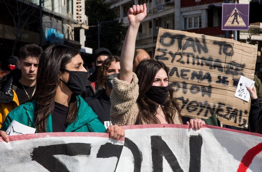 "H δημοσκόπηση της Metron Analysis που πέρασε στα… ""ψιλά"": Οι νέοι γυρίζουν την πλάτη σε μέτρα, κυβέρνηση, ΜΜΕ"