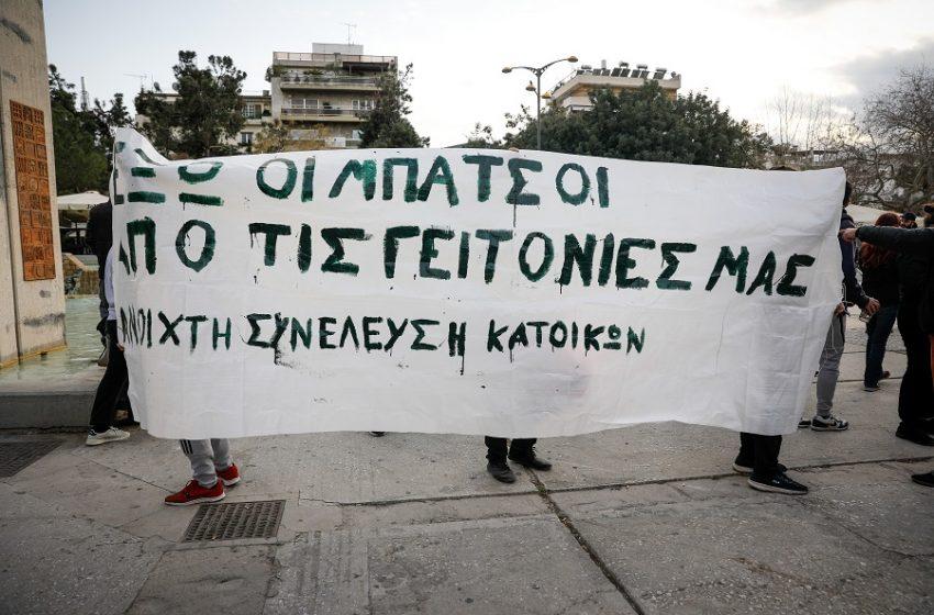 Αστυνομική βία εκτός ελέγχου: Σιγή ιχθύος Χρυσοχοΐδη, αμήχανη απάντηση Μαξίμου για την απρόκλητη επίθεση στη Νέα Σμύρνη – Τσίπρας: Ενορχηστρωτής ο Μητσοτάκης