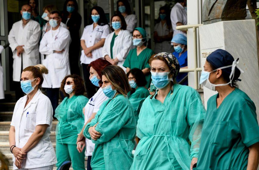 """Νοσοκομειακοί γιατροί: Σκληρή απάντηση για τα νέα μέτρα – """"Αντί για ενίσχυση μετατροπή σε ΕΣΥ μιας νόσου"""""""
