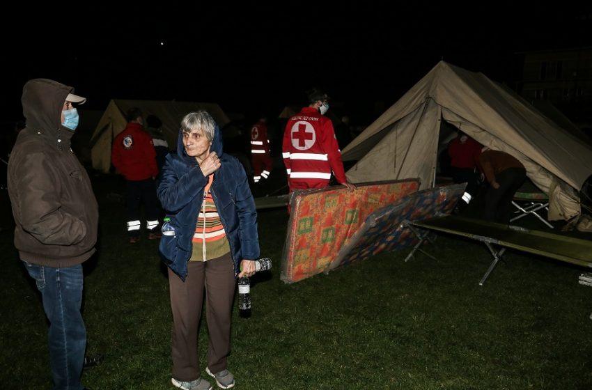 """Ανησυχία για τον διπλό σεισμό στην Ελασσόνα – """"Ενεργοποιήθηκε νέος κλάδος του ρήγματος"""" – Δεύτερη νύχτα σε σκηνές για τους κατοίκους"""