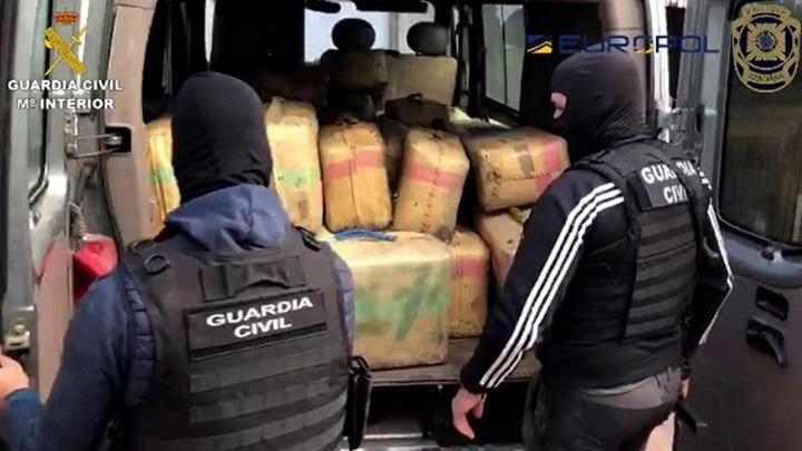 Η ισπανική αστυνομία εξάρθρωσε μια από τις μεγαλύτερες συμμορίες διακίνησης ναρκωτικών